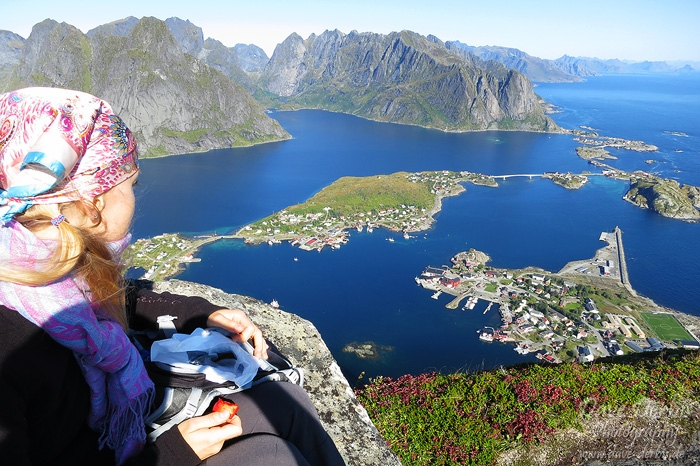 kirsten, hiking, reinebringen, lofoten, norway, 2013, photo